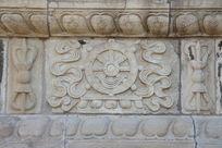 北京五塔寺金刚宝座塔须弥座上的法轮