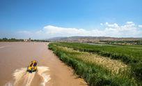 黄河上的快艇