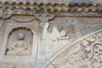 金刚宝座塔券门上的凤凰与佛像