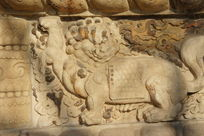 金刚宝座塔须弥座上雕刻的回头狮子