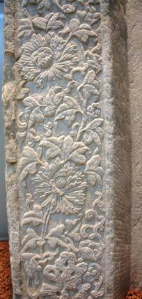 石抱框上的莲花花朵
