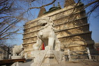 五塔寺金刚宝座塔前的石狮
