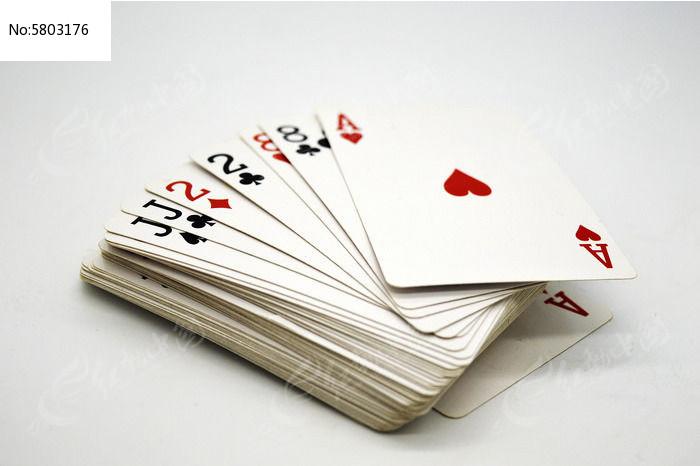 一叠扑克牌图片