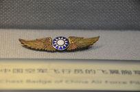 中国空军飞行员的飞翼胸章