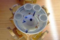 白色瓷器茶壶