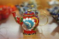 雕金边茶壶