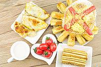 煎饺火腿包饼干番茄混搭早餐