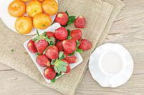 桔子草莓混着吃