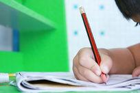 儿童写作业