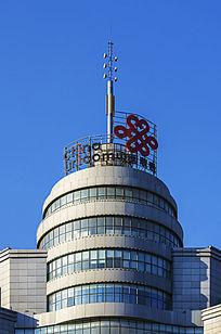 中国联通大楼顶部圆柱体建筑