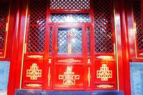 雕金边的门窗