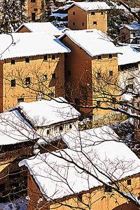树枝土楼雪景