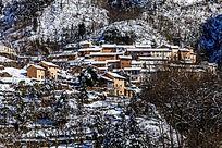 雪景中的阳产村