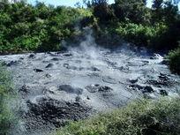 冒着热气的泥