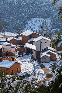 冬雪里的徽派土房建筑