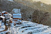 冬雪下的金龙山梯田