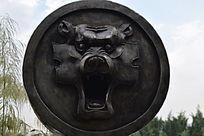 张口狮子雕塑
