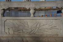 莲花图案石栏