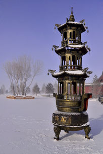 万佛寺雪地里的香炉