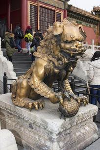 故宫鎏金公狮子
