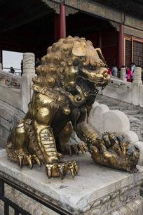 故宫鎏金母狮子