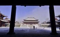 万佛寺寺院里的游人