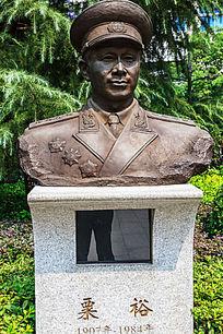 八一南昌起义纪念馆粟裕塑像