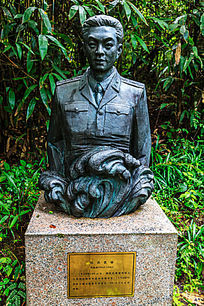 荆竹山英模园抗洪英雄高建成铜塑像