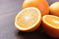饱满脐橙横切面