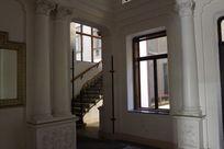 老建筑里的楼梯
