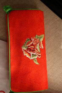 羌绣红底花朵图案手包