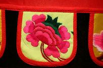 蜀绣红色花朵图案