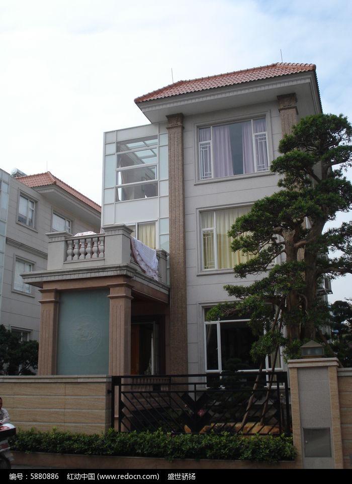 三层别墅建筑图片