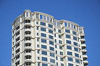 白色高层住宅顶部建筑