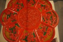 红色花瓣图案雕刻