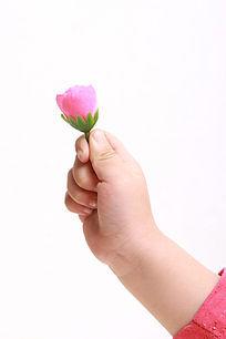 拿着一朵花
