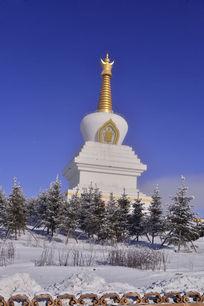 万佛寺里的塔