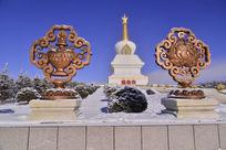 万佛寺里的塔和其他建筑