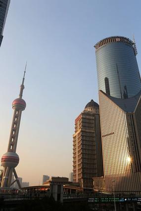 东方明珠电视塔和中银大厦