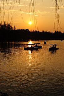 上海大宁灵石公园南湖夕阳红