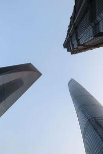 仰视上海三大高楼