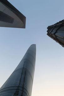 仰视上海三大魔天高楼