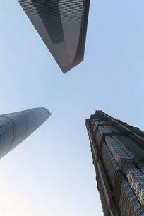 仰视中国最高楼交会