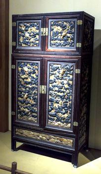 紫檀红豆杉木面心雕蝠纹带矮几方角柜