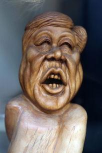 寿山石雕开怀大笑的男人