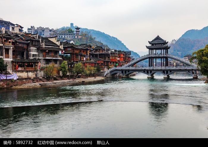 湘西凤凰古镇的枫桥建筑图片