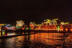 湘西凤凰古镇的沱江夜色风光