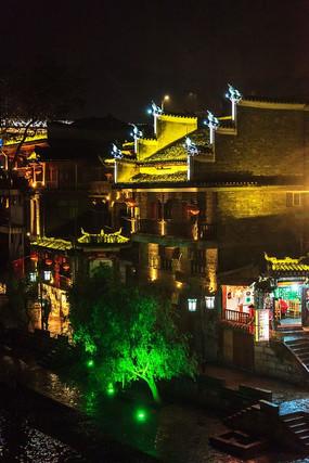 湘西凤凰古镇的建筑夜景