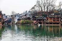 湘西凤凰古镇沱江边的吊脚楼