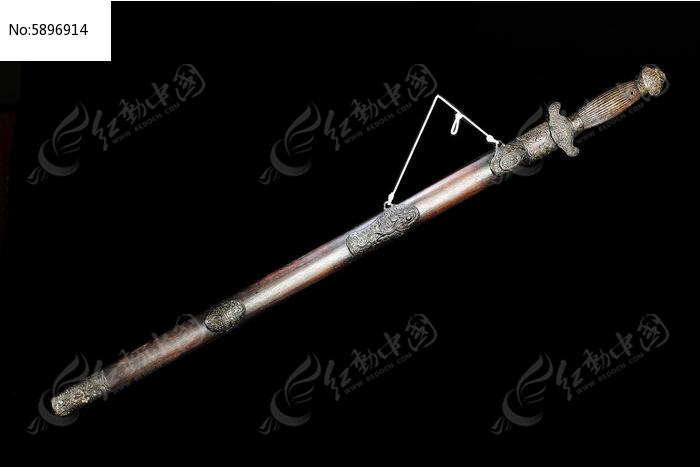 清代花梨木鞘龙泉剑图片